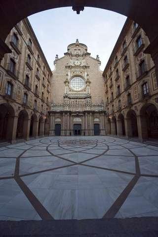 Внутренний дворик монастыря Монсеррат