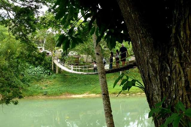 Мост через реку Loboc