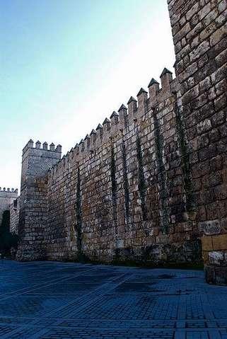 Стены Алькасара в Севилье