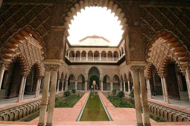 Девичий двор Севильского Алькасара