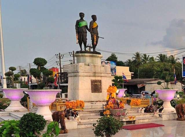 Памятник сестрам Тхао Тхеп Касаттри и Си Сунтхон