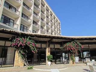 отель Sandy Beach 4*