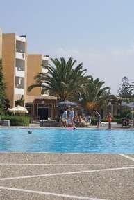 отель Dolphin Bay 4*