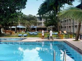 отель Camelot Beach 3*