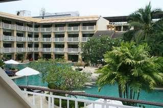отель Thara Patong Beach Resort & SPA 4*