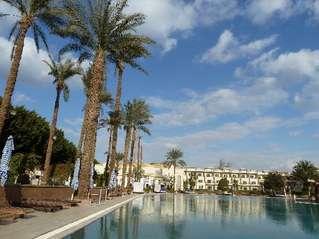 отель Cataract Pyramids Resort 5*