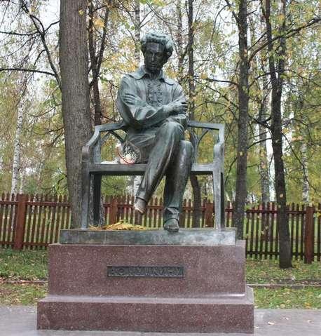 Памятник А.С. Пушкину в Болдино