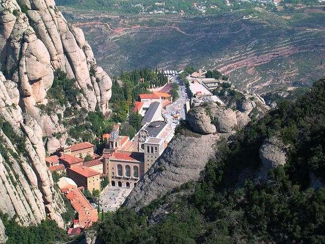 Monastery of Montserrat, Spain загрузить