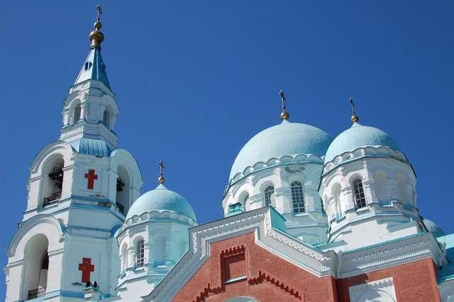 Колокольня и купола Спасо-Преображенского монастыря