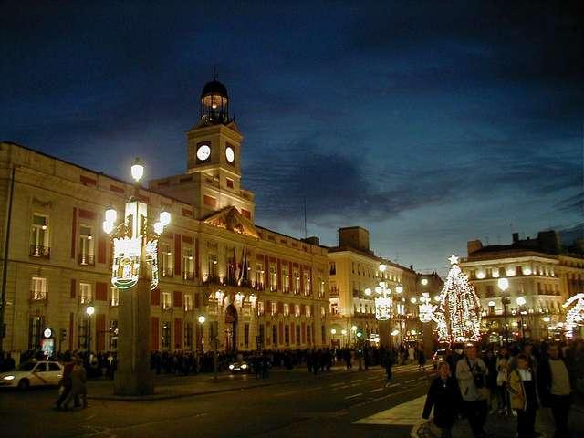 площадь Пуэрта дель Соль во время Рождества