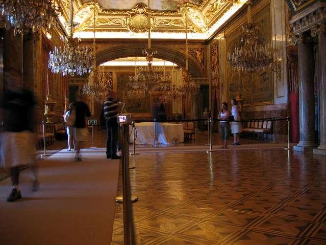 Внутри Королевского дворца