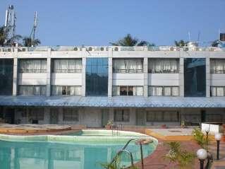 отель Silver Sands Beach Resort 3*