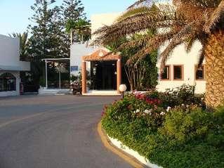 отель Adele Beach 3*