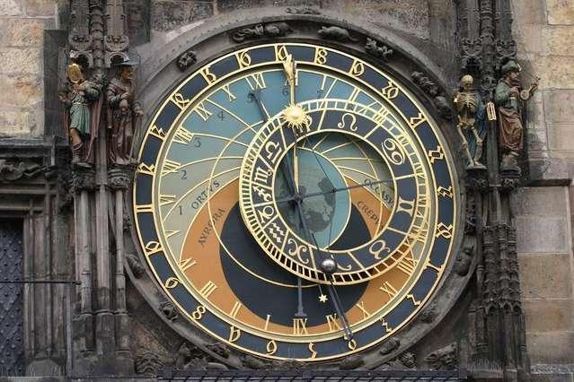 Астрономические часы на башне городской ратуши