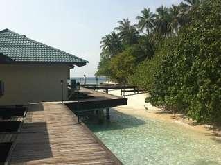отель Embudu Village 3*