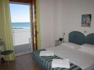 отель Embassy Hotel Pesaro 3*