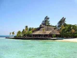 отель Komandoo Island Resort 4*