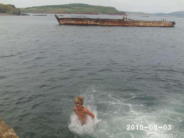 маленькая передышка - купание на красных скалах у ледокола