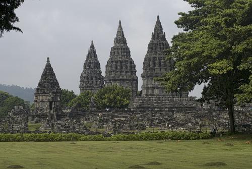 Храм Прамбанан на острове Ява