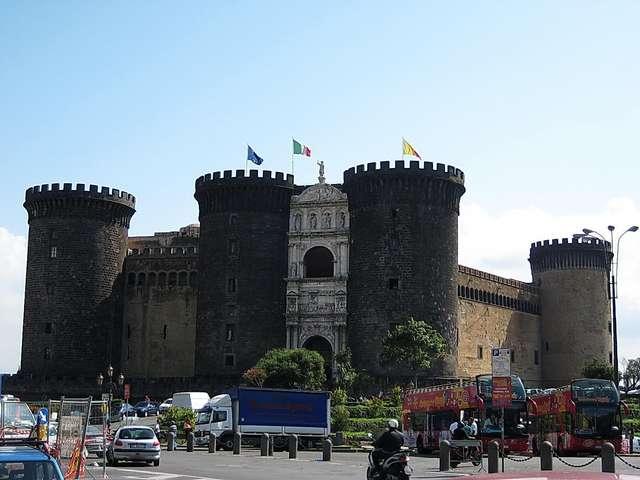 Неаполь. Замок Нуово