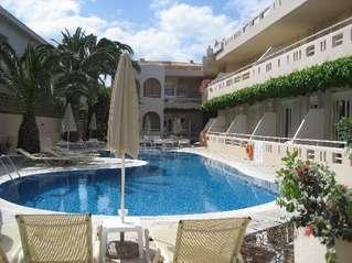отель Axos 3*