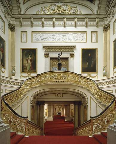 Внутри Букингемского дворца