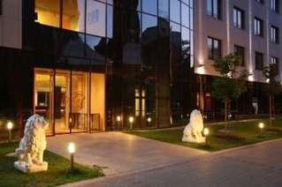 отель Lion's Garden Hotel 4*