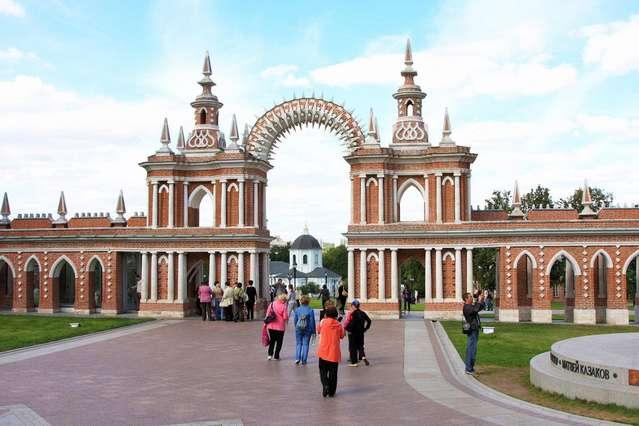 Галерея-ограда, соединяющая Большой Дворец и Кухонный корпус.