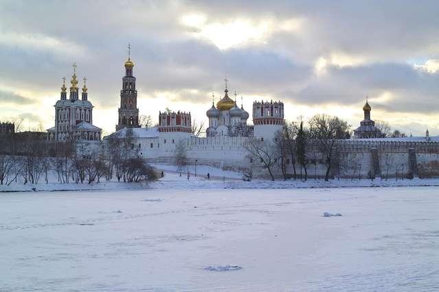 Новодевичий монастырь зимой