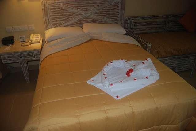 Одна из кроватей в номере
