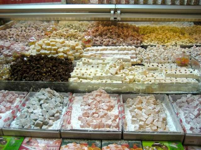 Сладости в магазине Ali Muhiddin Haci Bekir