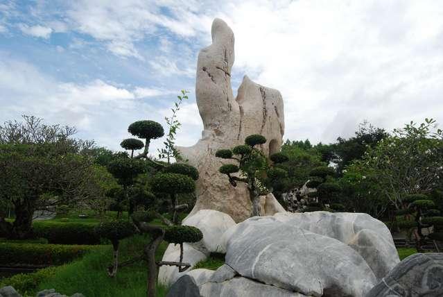 А вот собственно и парк миллионлетних камней