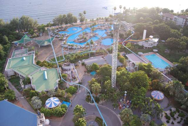 Вид с балкона на аквапарк