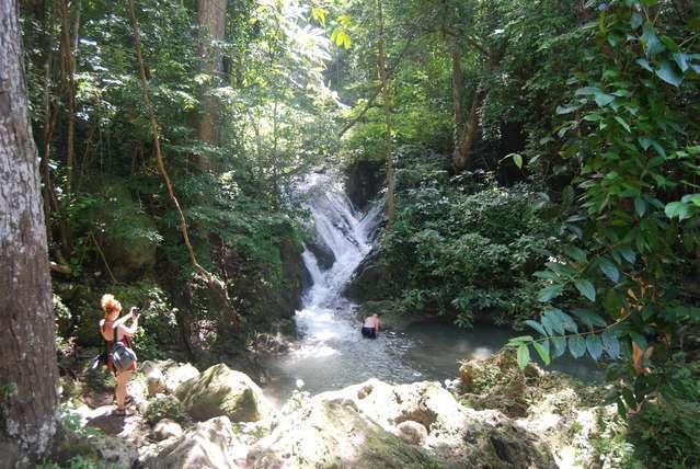 Одина из ступеней водопада Эраван