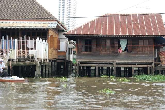 Дома вдоль каналов