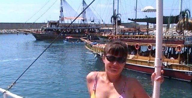 На фоне других яхт