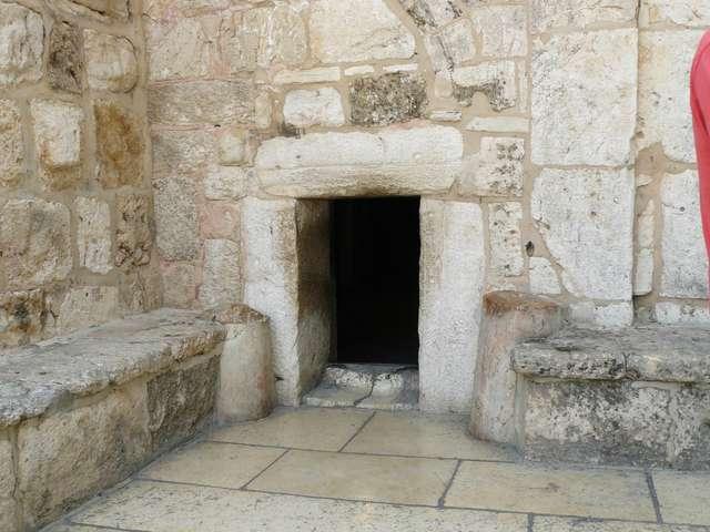 Вход в Храм Рождества Христова.