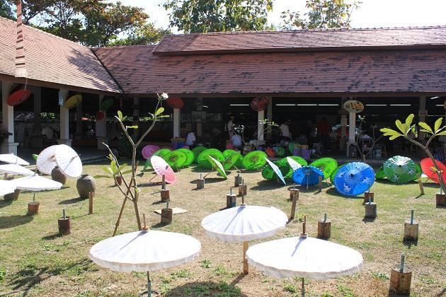 Зонтики сушатся под тропическим солнцем