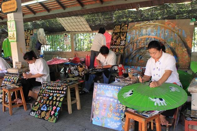 Традиционная роспись тайского зонтика