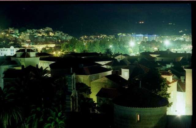 Вид на ночную Будву