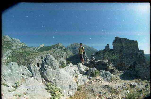 Скалы и развалины