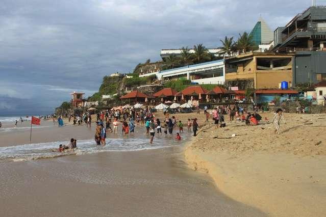 На пляже Dreamland (New Kuta beach)