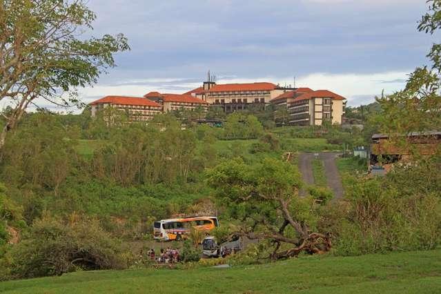 Вид на отель New Kuta Condotel by Lexington 3* от пляжа Dremland