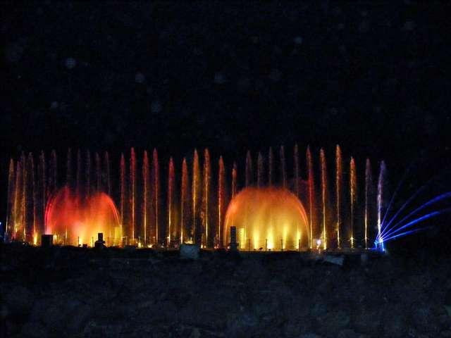 Поющий фонтан на набережной озера Кинерет.