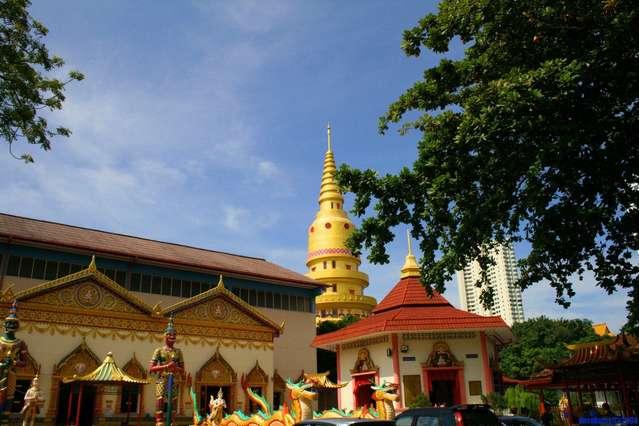 Золотые храмы Будды на о.Пенанг