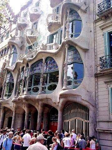 Творение Гауди (Барселона)