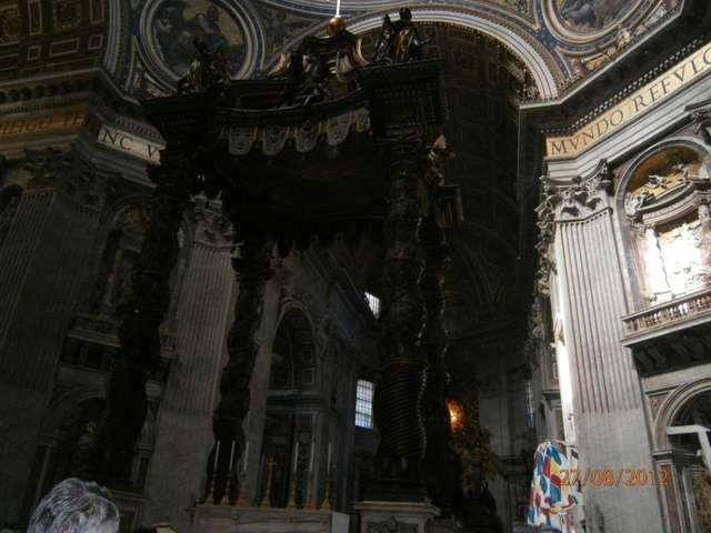 Здесь проводит службы Папа Римский