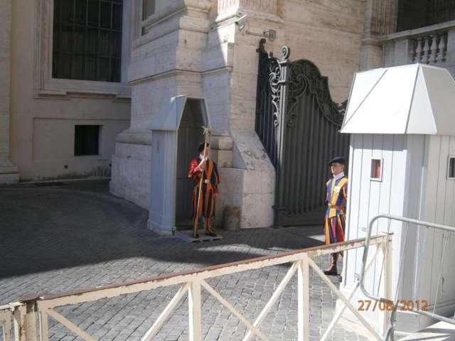 Гвардейцы, охраняющие Ватикан