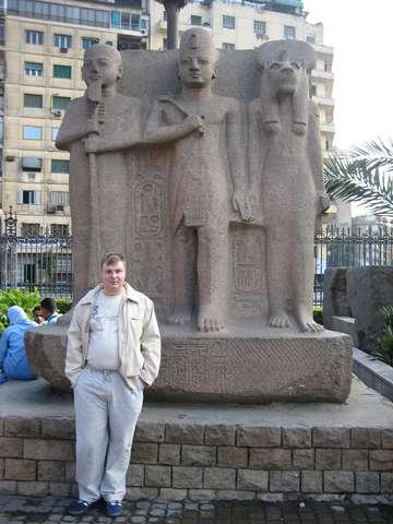 В саду Каирского музея