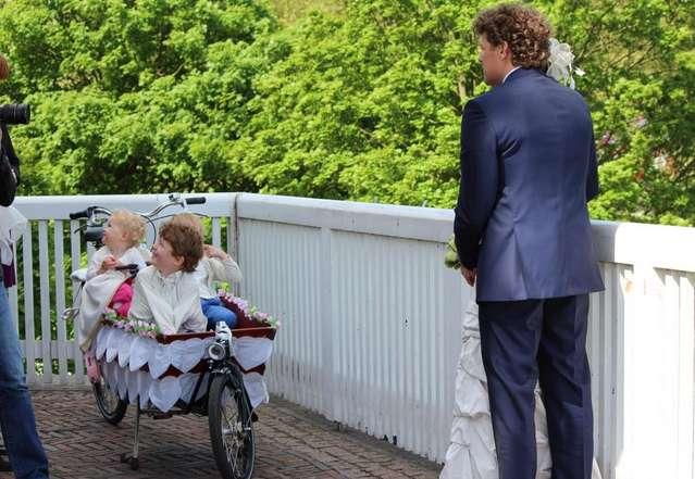 Голландские дети в тележке на велосипеде.Неймеген.
